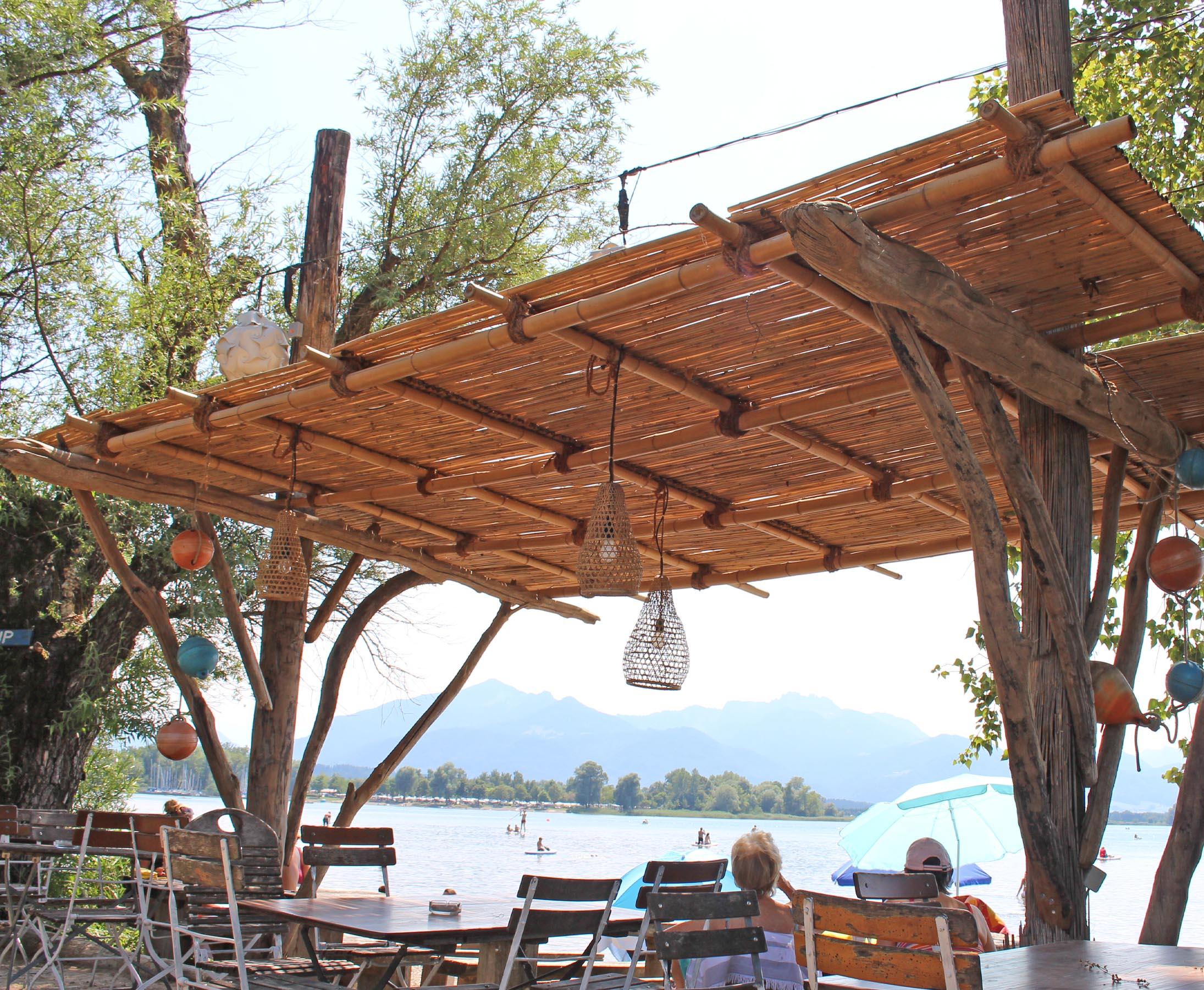 Bambus Dach am See